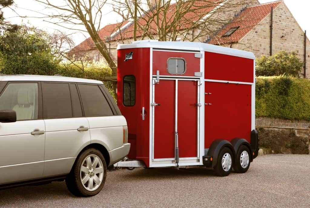 ifor-williams-hb506-hestehenger-blk_studio_rear_001-min (2)